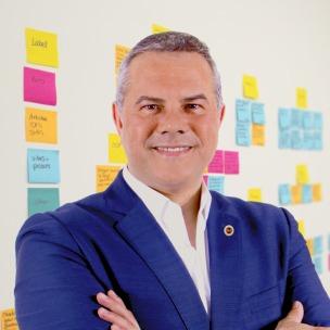Conferencista Internacional en Innovación corporativa y emprendimiento.